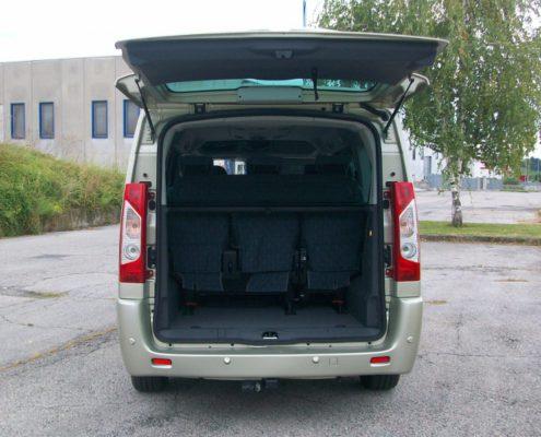 Noleggio Fiat Scudo Executive Minivan 9 posti